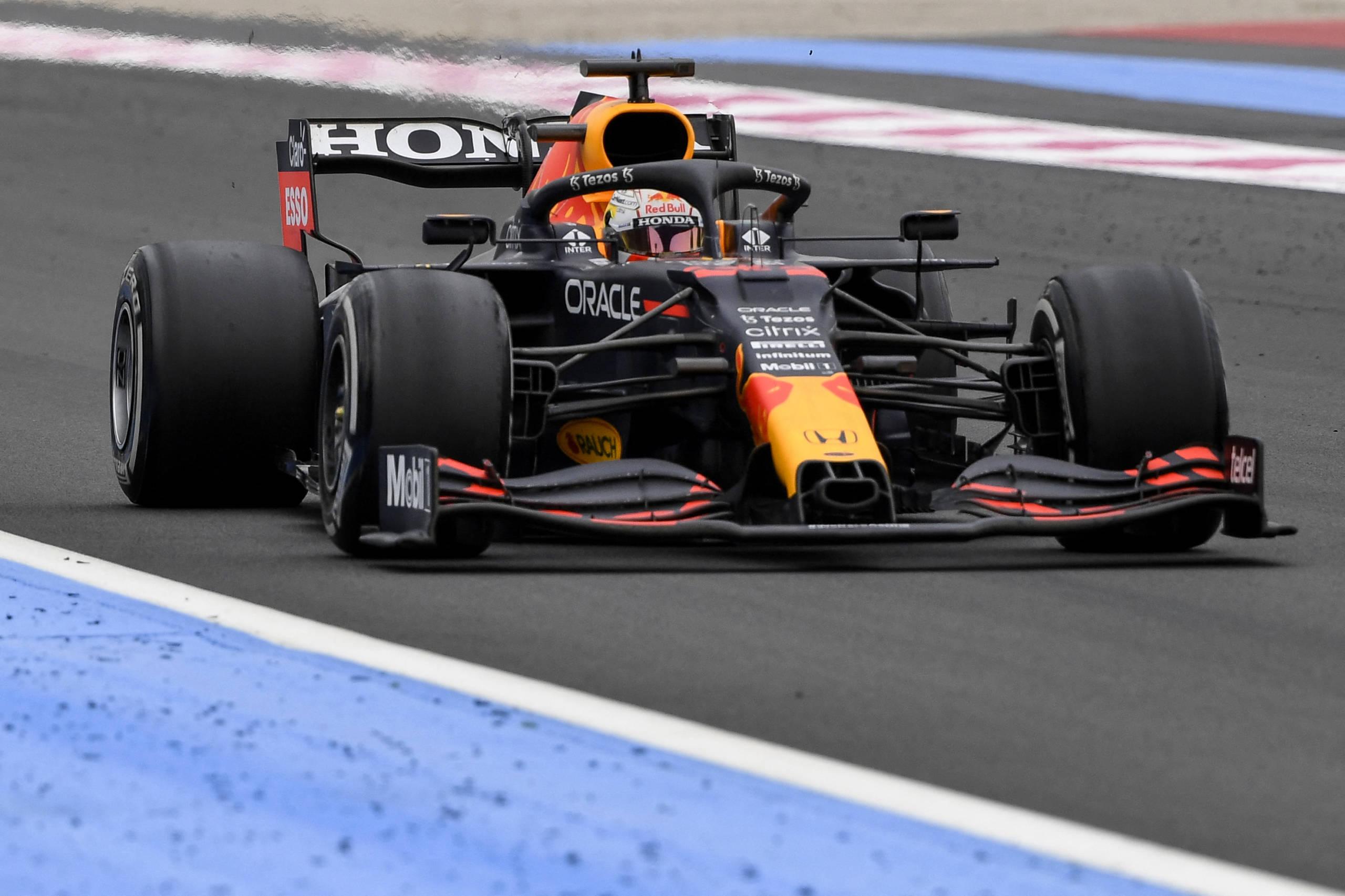 Diretor da Red Bull avalia em 1,8 milhão de dólares conserto de carro de Verstappen