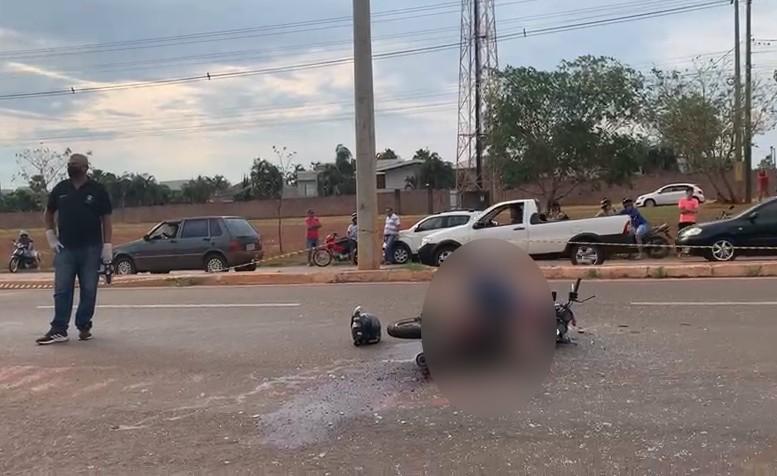 Edésio da Silva, de 45 anos, morreu em cima da moto após bater em carro