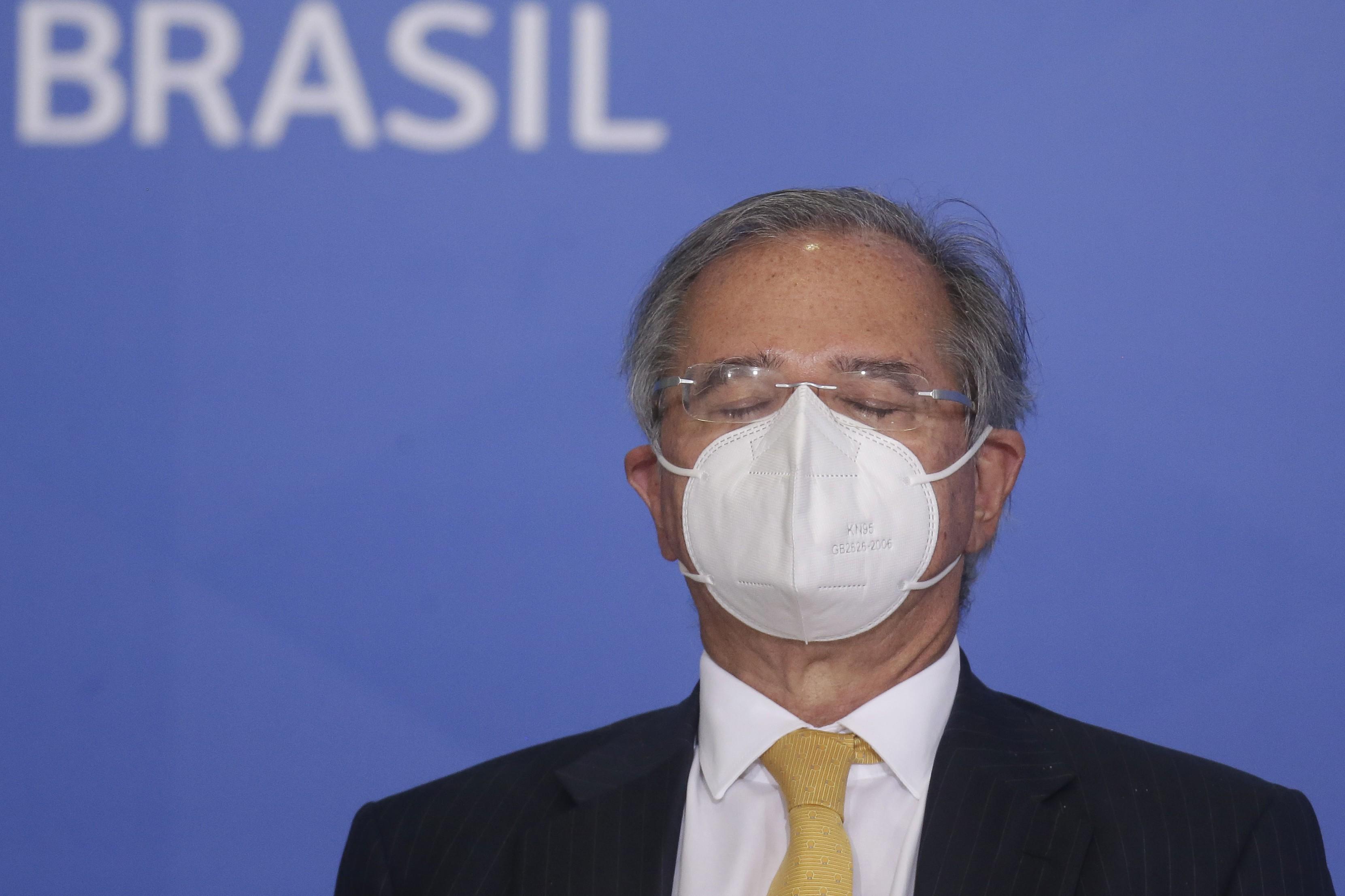 Dólar dispara e abre acima de R$ 5,71 'Daí o mercado fica nervosinho', diz Bolsonaro após prometer R$ 4 bilhões a caminhoneiros